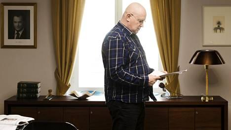 Jari Lindholm työhuoneessaan työ- ja oikeusministeriössä 9. toukokuuta 2019.