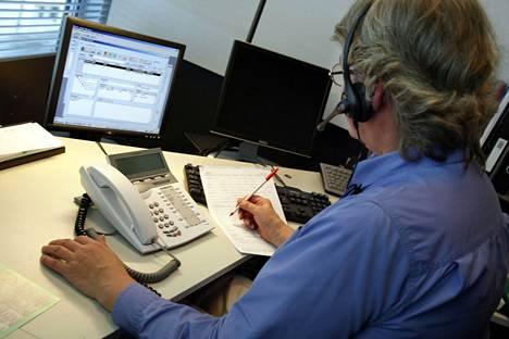 Puhelinmyyjä työssään vuonna 2006.