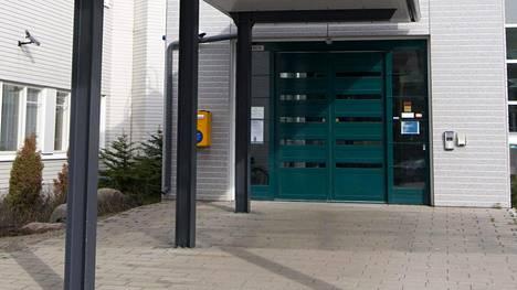 Oulun kaupunginsairaalan saattohoito-osastolla todettiin koronavirusrypäs.
