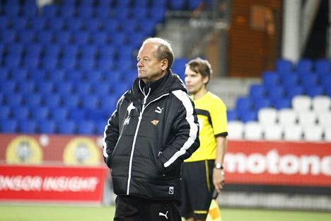HIFK:n päävalmentaja Antti Muurinen saa vetää vielä kaksi kertaa seuran toppatakin ylleen, kun joukkue joutui liigakarsintoihin.