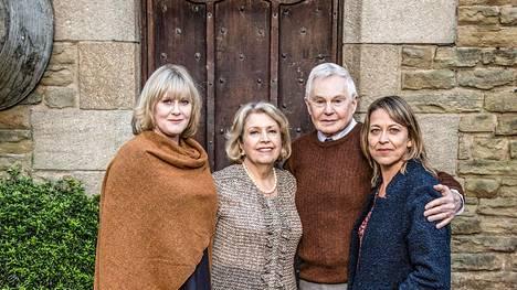 Caroline (vas.), Celia, Alan ja Gillian tavataan vielä erikoisjaksossa.
