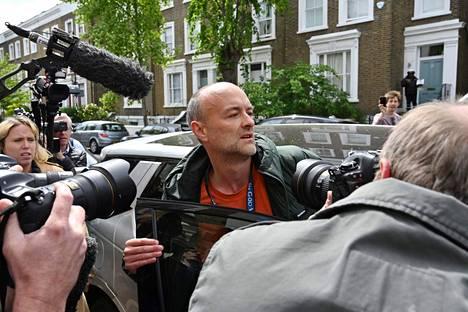 Boris Johnsonin neuvonantaja Dominic Cummings lähti kotoaan lauantaina 24. toukokuuta paikallisen median piirittämänä.