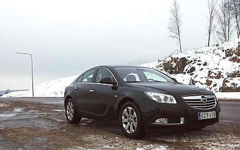 Opel teki linjakkaan matka-auton