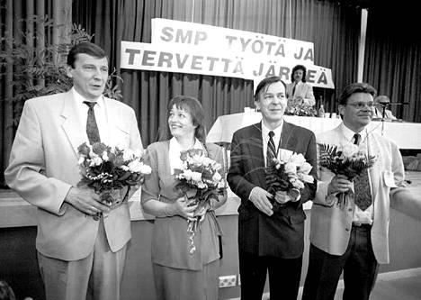 SMP:n puoluekokous Tampereella kesäkuussa 1994. Kuvassa Raimo Vistbacka (vas.), Marja-Leena Leppänen, Urpo Leppänen ja Timo Soini.