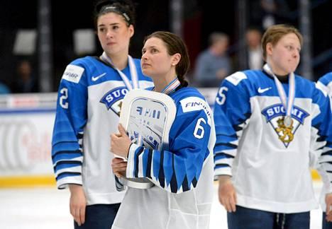 Emma Nuutinen, Jenni Hiirikoski ja Viivi Vainikka pettyivät hopeaa Suomessa pidetyissä MM-kisoissa 2019.