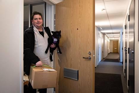 Jussi Päiviö tilaa koiranmuonan lisäksi lähes kaikki muutkin ostoksensa netistä.