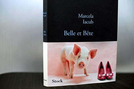 Marcela Iacubin kirja Kaunotar ja hirviö.