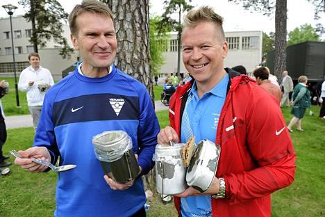 Jääkiekkomaajoukkueen uusi päävalmentaja Erkka Westerlund ja Petteri Nummelin (oik.) osallistuivat torstaina Santahaminassa järjestettyyn olympiapäivään.