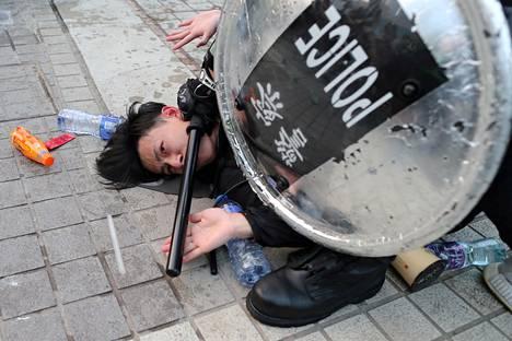 Poliisi pidätti Hongkongissa vuosi sitten mielenosoittajan, joka tuki uiguurien asiaa.