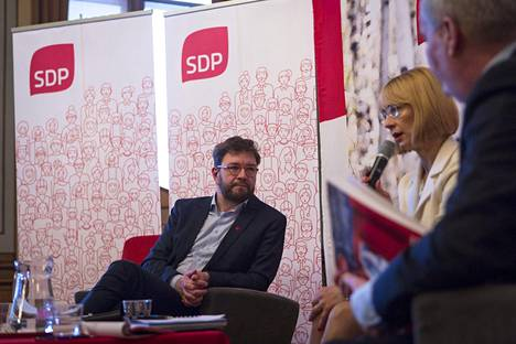 Puheenjohtajaehdokkaat Timo Harakka (vas.), Tytti Tuppurainen ja Antti Rinne SDP:n puheenjohtajaehdokkaiden maakuntakiertueella Kuopiossa.