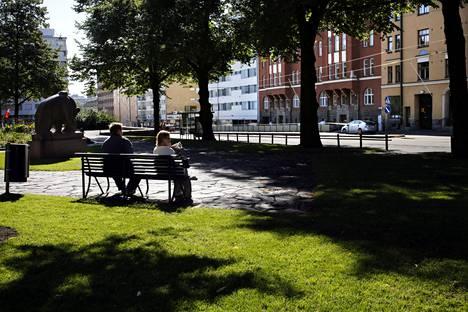 Kalliossa sijaitseva Karhupuisto on yksi 32 paikasta, jotka ovat nyt kaikkien varattavissa tapahtuma-alueiksi Helsingin kaupungin verkkopalvelussa.