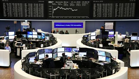Pörssikurssit olivat nousussa Yhdysvaltain vaalituloksen oltua ennusteiden mukainen. Kuva Frankfurtin pörssistä torstaina 7. marraskuuta 2018.