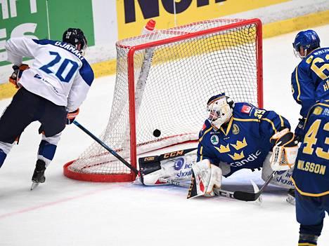 Niko Ojamäki teki sunnuntaina kaksi maalia. Tässä syntyi 2–2-tasoitus.