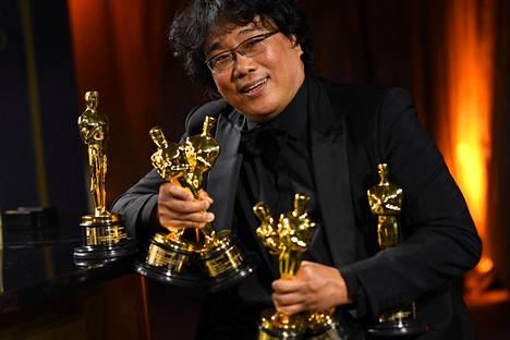 Bong Joon-hon ohjaama Parasite voitti parhaan elokuvan, parhaan ohjaajan, parhaan käsikirjoituksen ja parhaan ei-englanninkielisen elokuvan Oscarin.