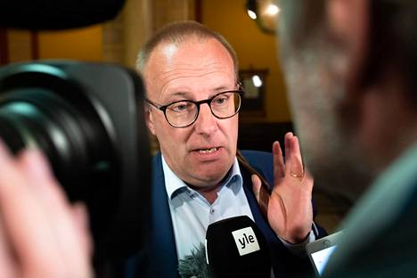 """""""Jokainen työtön olisi tavattava ensimmäisten työttömyyspäivien aikana"""", SAK:n puheenjohtaja Jarkko Eloranta ehdottaa."""