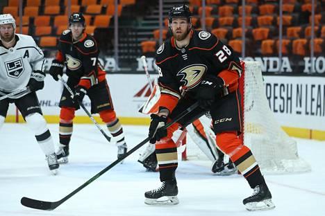 Jani Hakanpää pelasi aiemmin Anaheimissa. Kuva on maaliskuulta.