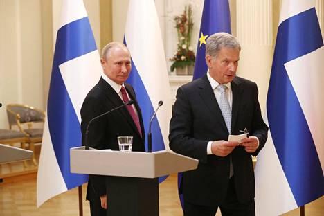 Venäjän presidentti Vladimir Putin ja presidentti Sauli Niinistö pitivät yhteisen tiedotustilaisuuden presidentinlinnassa.