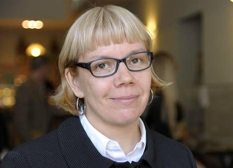 Elina Grundström tietokirjansa Musta orkidea julkaisutilaisuudessa vuonna 2013.