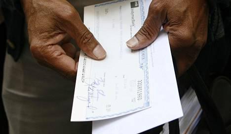 Mies nosti sekillä rahaa pankista Kalifornian Pasadenassa kesällä 2008.