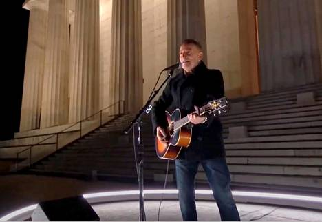 Bruce Springsteen appeared next to the Lincoln Memorial.