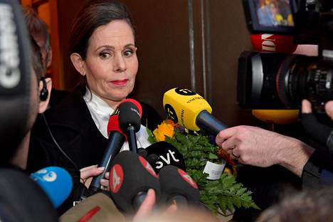 Ruotsin akatemian pysyvä sihteeri Sara Danius puhui toimittajille Tukholmassa torstaina.