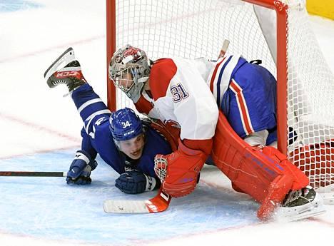 Toronto Maple Leafsin Auston Matthews ajautui Montreal Canadiensin maalivahdin Carey Pricen torjumaksi keskiviikkoillan ottelussa.