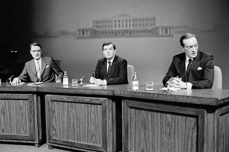 Mauno Koivisto (vas.), Paavo Väyrynen ja Harri Holkeri tv:n presidenttivaalikeskustelussa tammikuussa 1988.