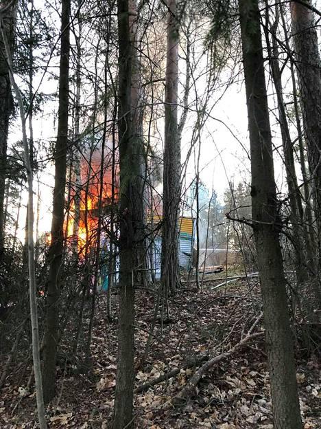 Villa Tallbo tuhoutuu palossa todennäköisesti kokonaan.