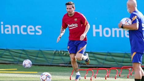 FC Barcelonan harjoituksiin palannut supertähti Lionel Messi kuuluu jatkossa samaan unelmajoukkueeseen kuin suomalainen Ronja Pahaoja.
