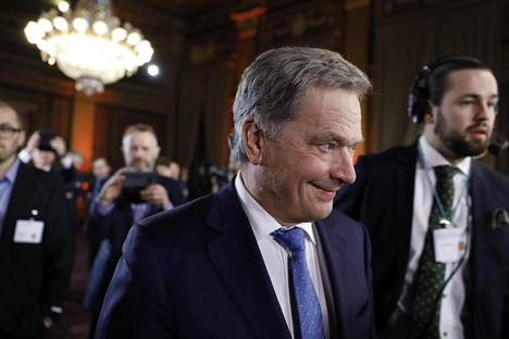 Valitsijayhdistyksen ehdokas Sauli Niinistö saapui Säätytalolle sunnuntai-iltana.