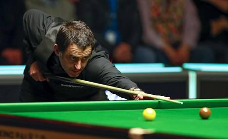 Lajilegenda Ronnie O'Sullivan hävisi snookerin European Masters -turnauksessa 18-vuotiaalle Aaron Hillille. Arkistokuva.