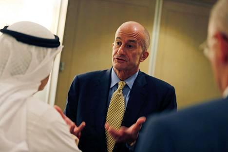 General Electricin osalta sopimusta Saudi-Arabiassa oli allekirjoittamassa varapuheenjohtaja John Rice.