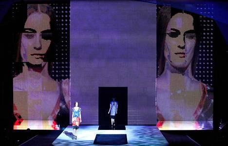 Kevään 2012 mallistoja esiteltiin syyskuussa New Yorkin muotiviikolla.