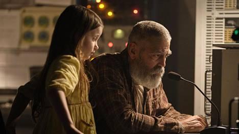 Caoilinn Springall (Iris) ja George Clooney (Augustine).