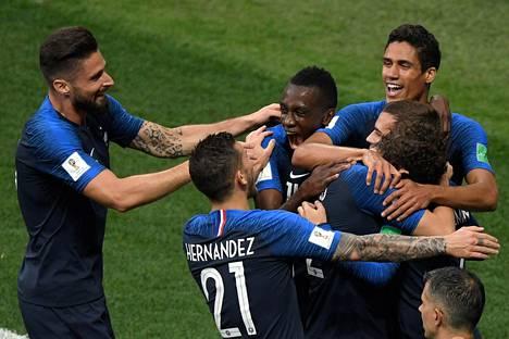 Ranskan pelaajat juhlivat maalia Venäjän MM-kisojen finaalissa 15. heinäkuuta 2018.