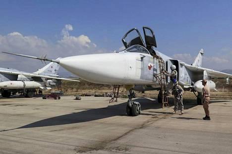Venäläinen Su-24-hävittäjä valmistautui lähtöön Hmeymimin lentotukikohdassa Latakian lähellä Syyriassa viime lokakuussa.