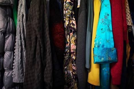 Vaatteet käyvät hyvin kaupaksi pääkaupunkiseudun kirpputoreilla.