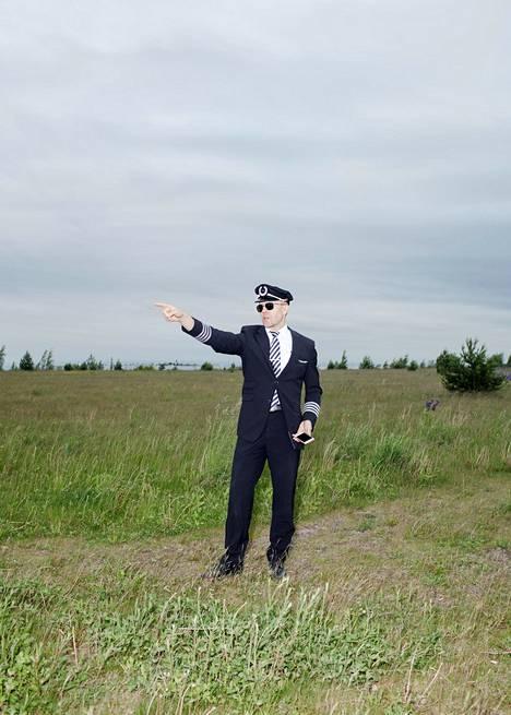 Tomi Tervo haluaa välittää lentäjän ammatista mahdollisimman todenmukaisen kuvan.