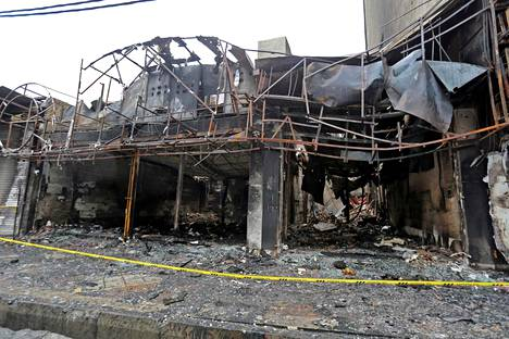 Iranin talouskurimuksesta alkaneissa mielenosoituksissa ja mellakoissa tuhoutunut kauppa Shahriarin kaupungissa 20. marraskuuta 2019.