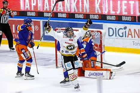 Kärpät ja Radek Koblizek juhlivat Tapparaa vastaan maanantaina Tampereella, mutta tiistaina ratkaistaan lopulliset sijoitukset. Koblizek teki maanantaina joukkueensa neljännen maalin.