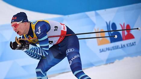 Iivo Niskanen sijoittui lauantaina kahdeksanneksi maailmancupiin kuuluvassa 30 km:n yhdistelmäkilpailussa Lahdessa.