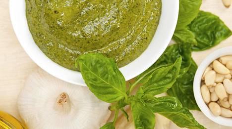 Perinteiseen italialaiseen pestoon tarvitaan vain muutamaa raaka-ainetta.