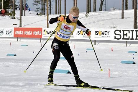 Petteri Koivisto hiihti Puijon Hiihtoseuran ankkurina SM-viestissä Ristijärvellä 27. maaliskuuta 2021.