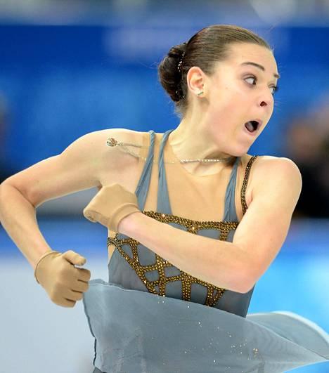 Adelina Sotnikova nappasi ensimmäisenä venäläisnaisena taitoluistelun yksilökilpailun olympiakultaa.