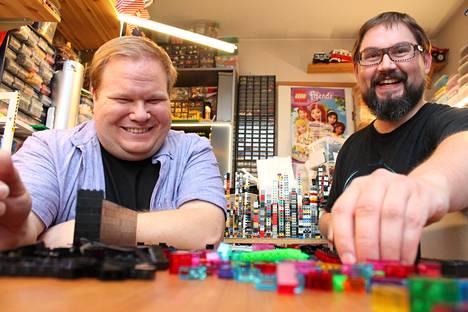 Ville Vanhatalo ja Jussi Härkönen uskovat, etteivät he kyllästy Legoihin koskaan.