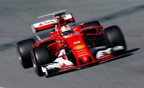 Sebastian Vettel näytti, että Ferrarilla riittää vauhtia kauden kynnyksellä.