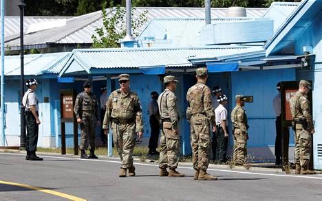 Etelä-Korean ja Yhdysvaltojen sotilaita Panmunjomin rajakylässä viime syyskuussa.