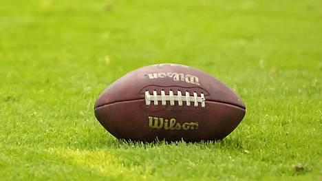 Amerikkalaisen jalkapallon miesten I divisioonan runkosarjan sijat 3–5 ratkaistiin pelikorteilla tehdyllä arvonnalla Skype-palaverissa. Kuvituskuva.