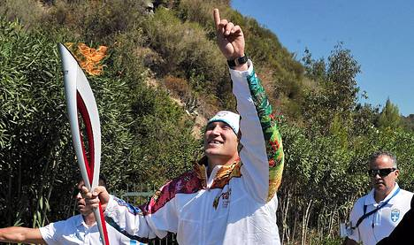 Aleksandr Ovetökin kantoi Sotöin olympiasoihtua Olympiassa Kreikassa.