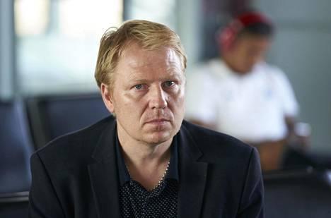 HJK:n toimitusjohtaja Aki Riihilahti on huolissaan koronarajoitusten kohtuullisuudesta.